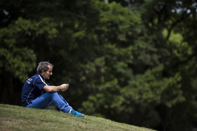 Alain Prost Buenos Aires mobile phone