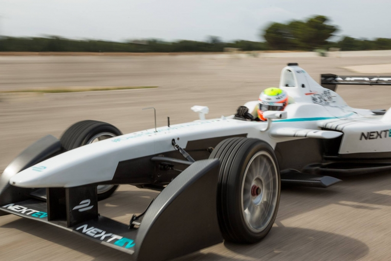 NextEV-New-White-Livery-Season-3-on-Track
