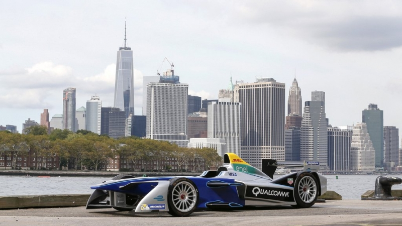 Formula-E-car-in-front-of-Manhattan-Skyline.jpg