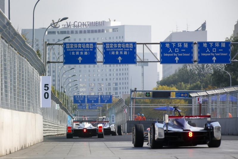 Formula-E-in-China-Cars-Chinese-Roadsigns