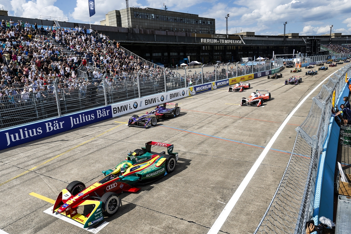 Formula-E-Starting-Grid-Tempelhof-2017