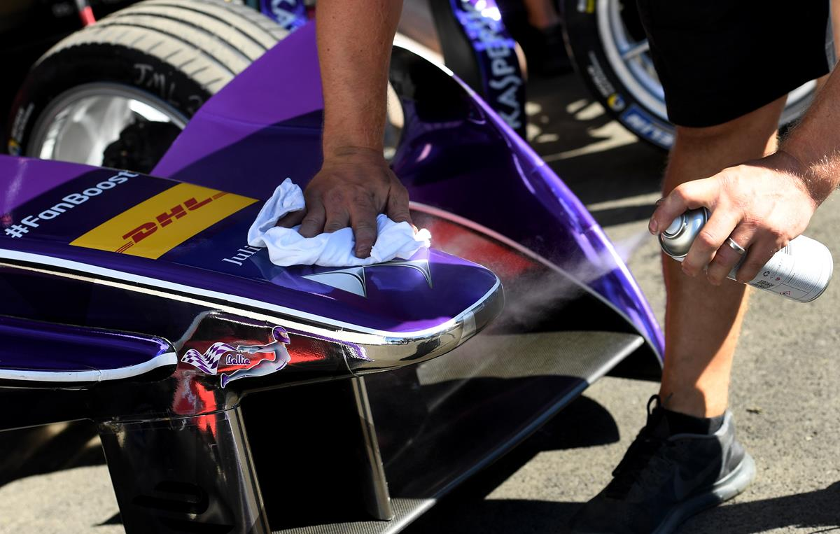 Virgin-mechanic-polishes-DS-Logo-on-Formula-E-car