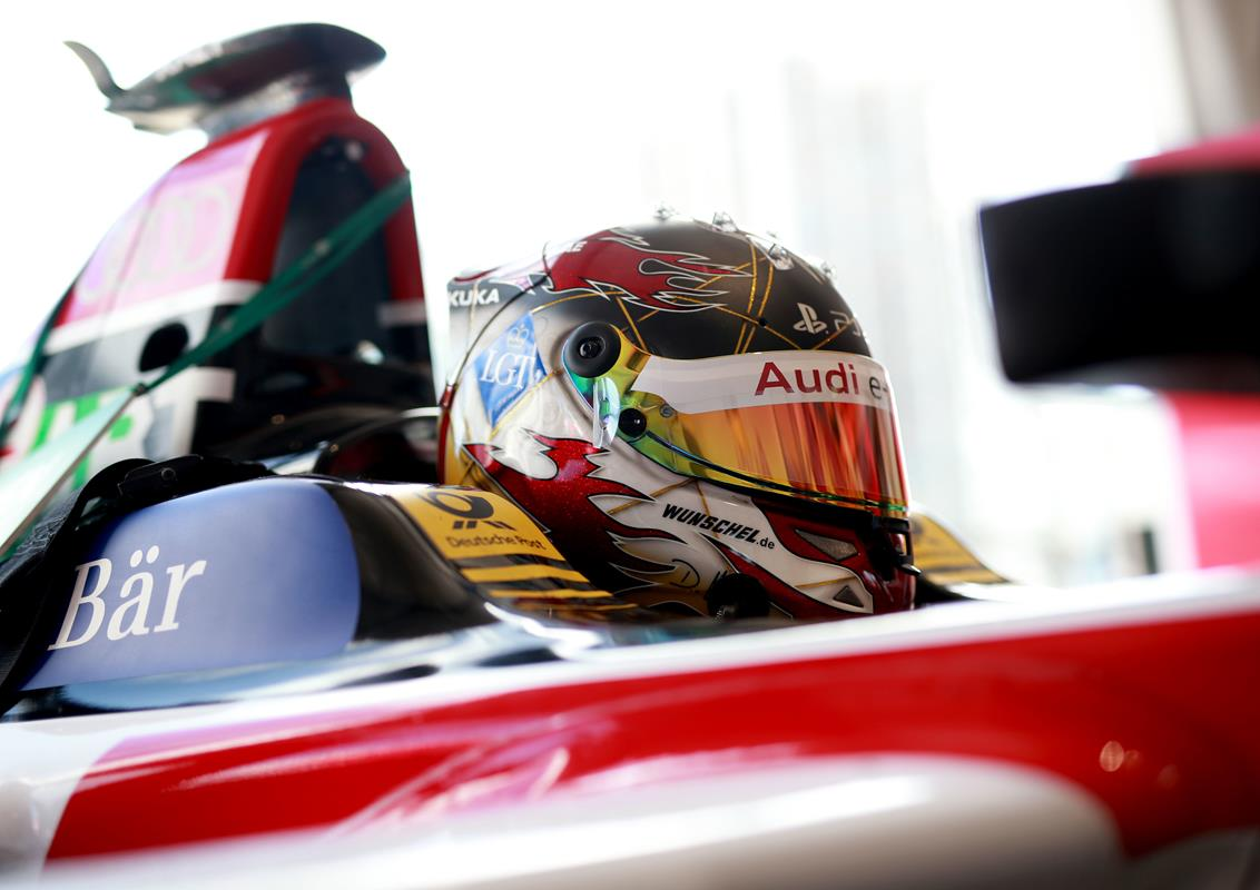 Daniel-Abt-Close-up-Cockpit-Helmet-Punta-del-Este