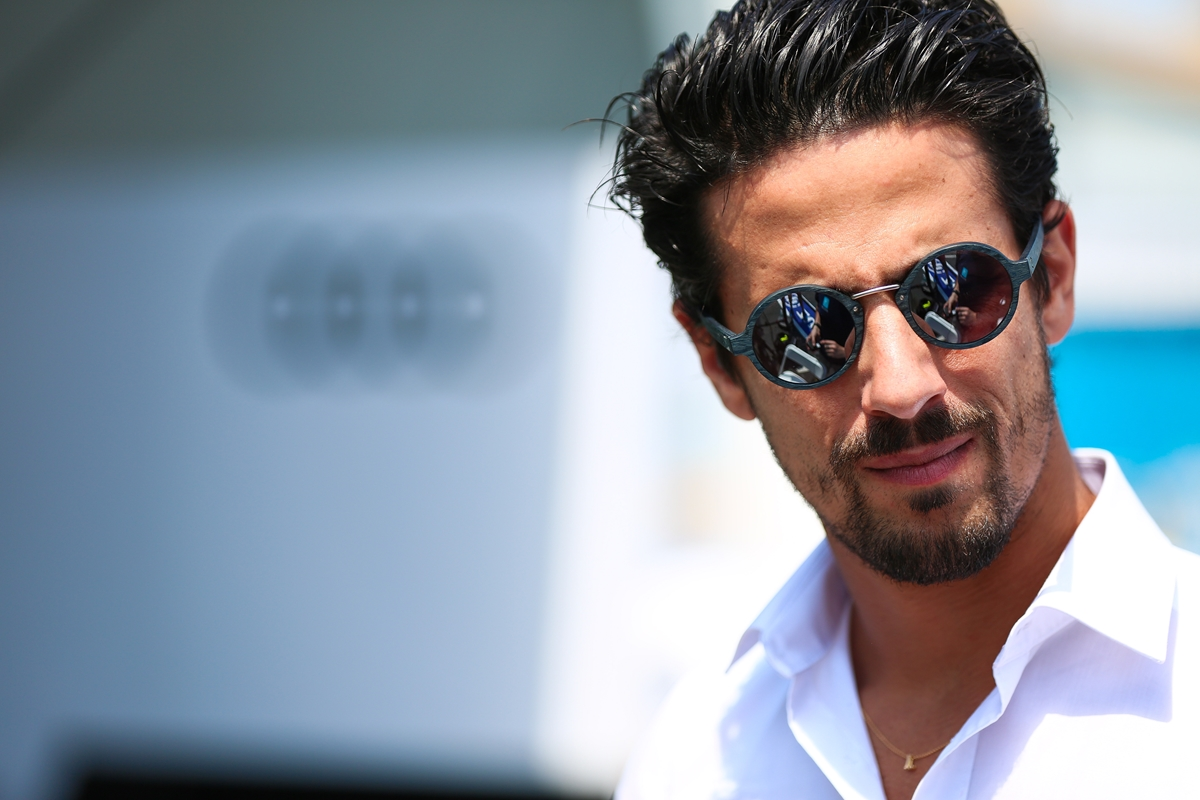 Lucas-di-Grassi-Sunglasses-New-York.jpg