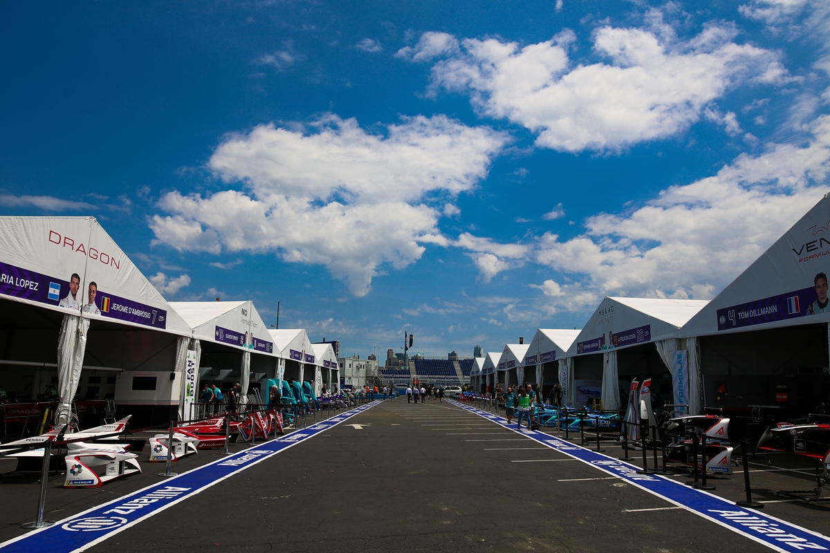 New-York-Pitlane.jpg