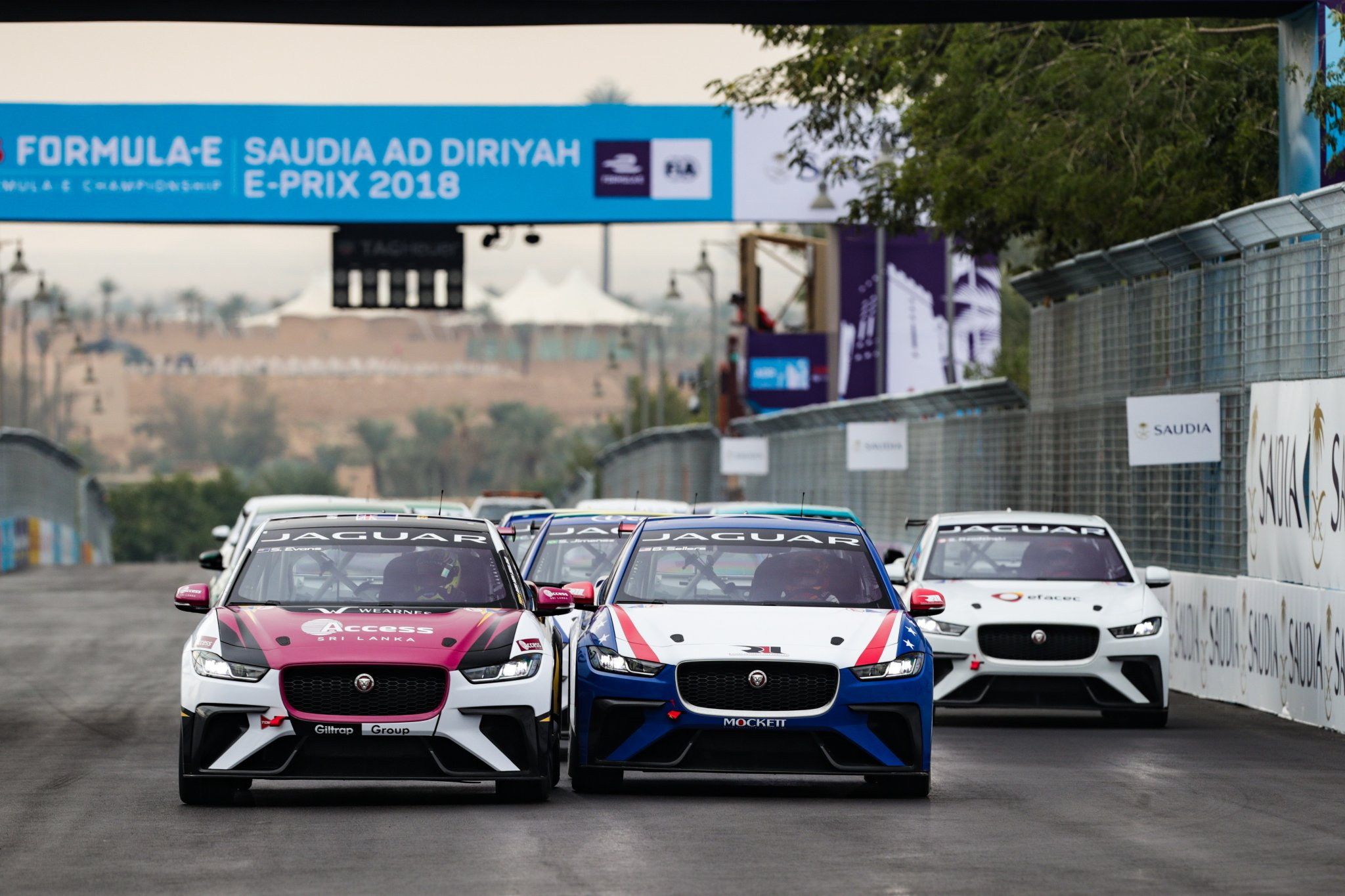 Jaguar-I-Pace-eTrophy-Start-First-Race