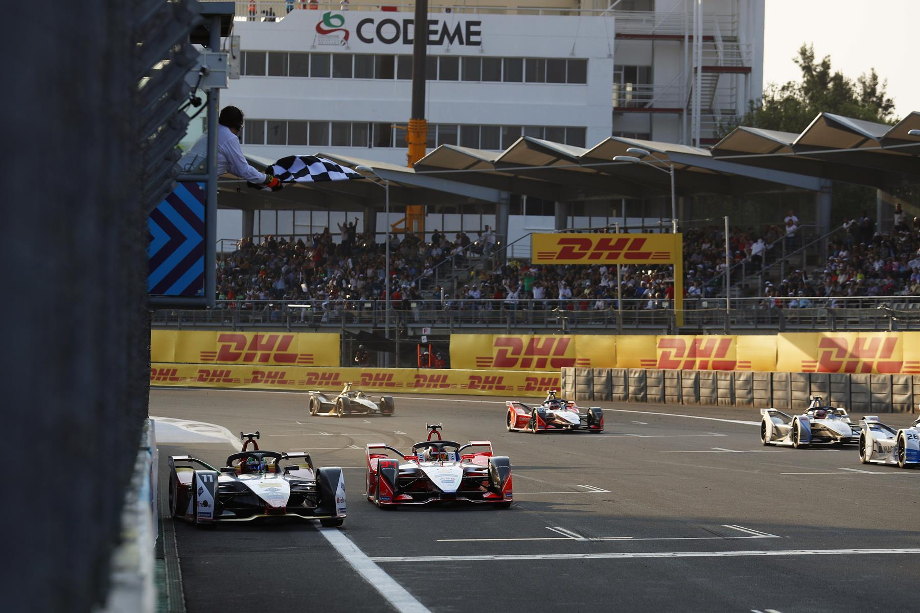 Di-Grassi-overtakes-Wehrlein-on-Finish-Line-Mexico