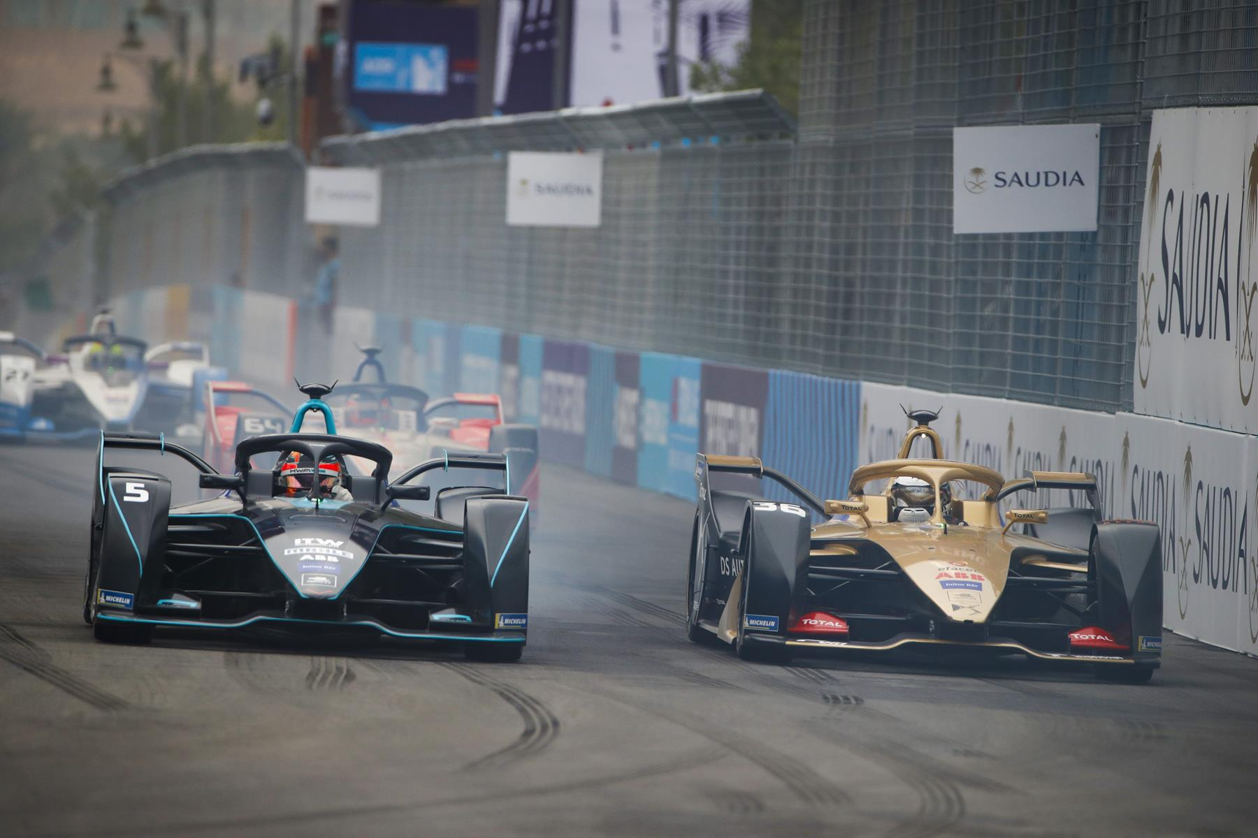 Formula-E-Cars-Fighting-in-Saudi-Arabia
