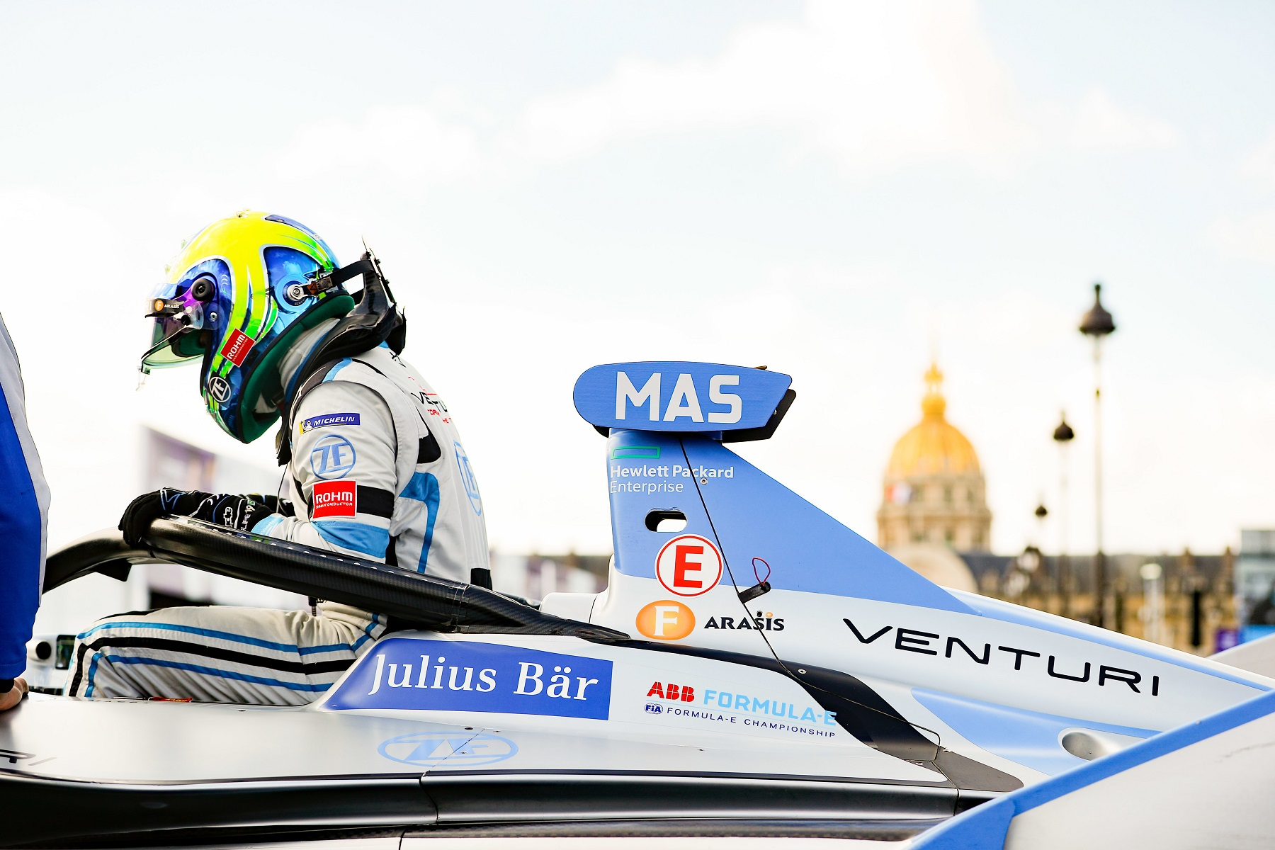 Paris-Top8-Felipe-Massa-getting-out-of-the-car-in-front-of-Hotel-de-Invalides.jpg