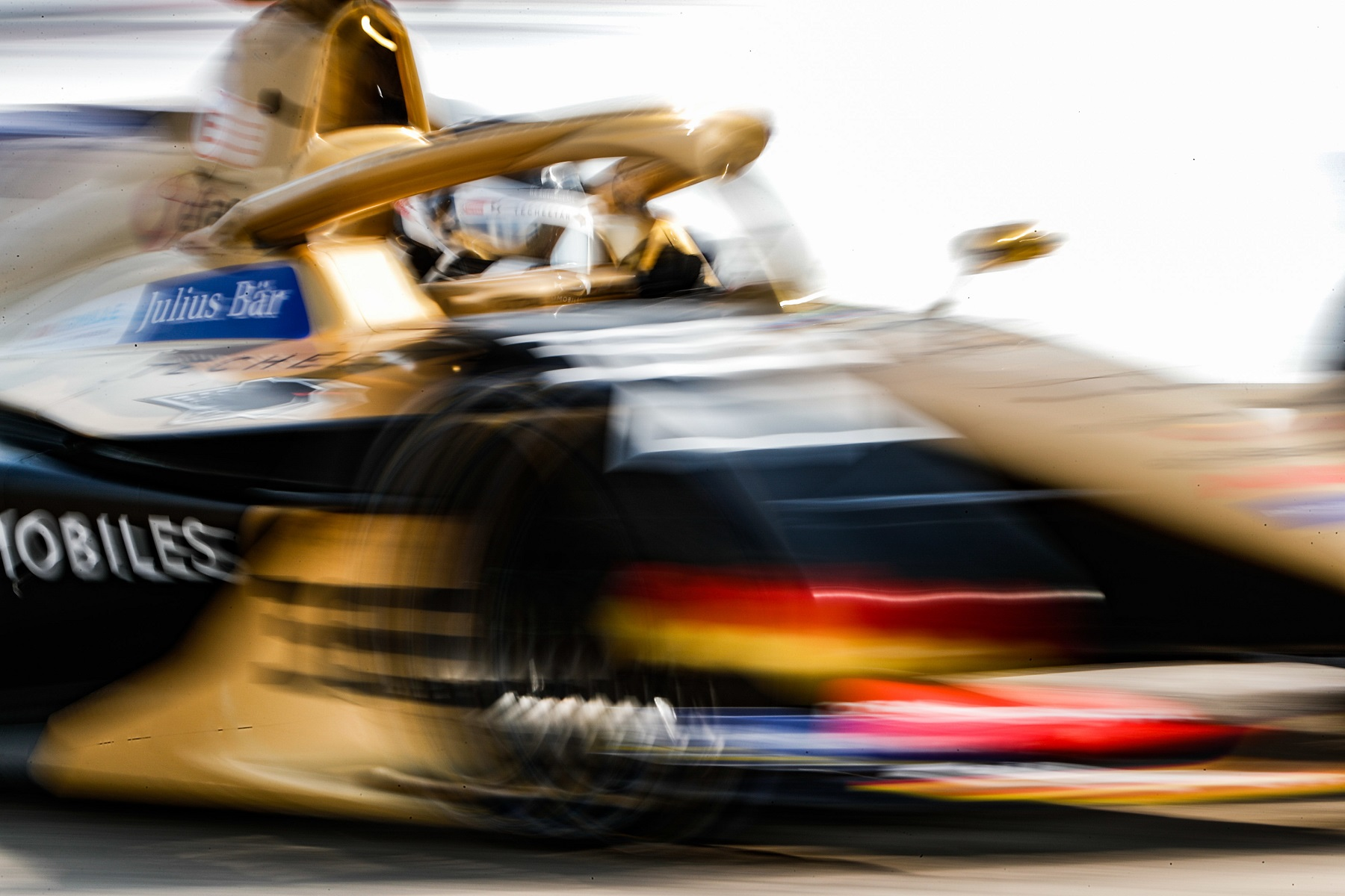 Berlin-Top8-Andre-Lotterer-DS-Techeetah-blur.jpg