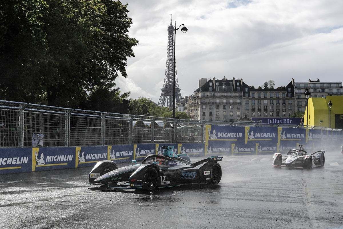 Gary-Paffett-Wet-Track-Eiffel-Tower