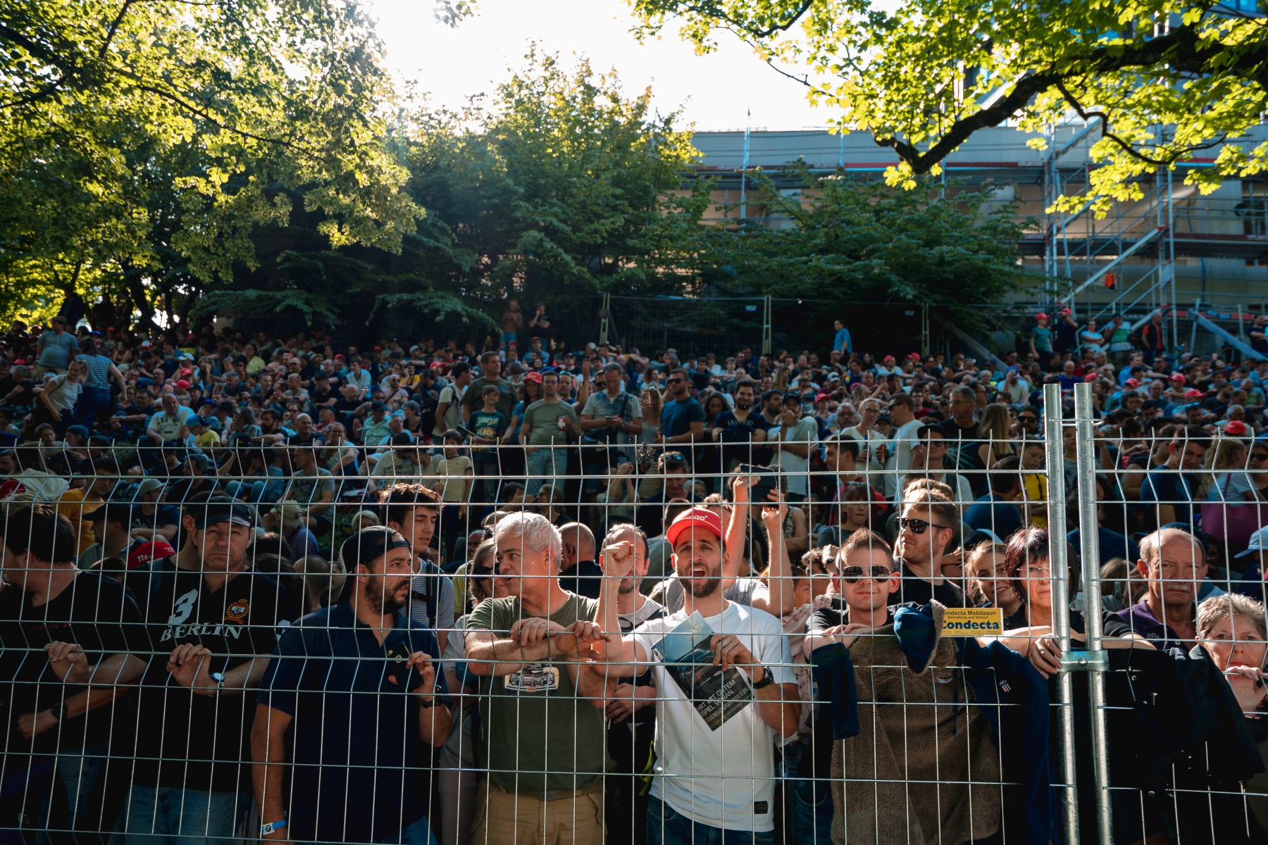 Top8-Bern-Crowd-Trackside.jpg
