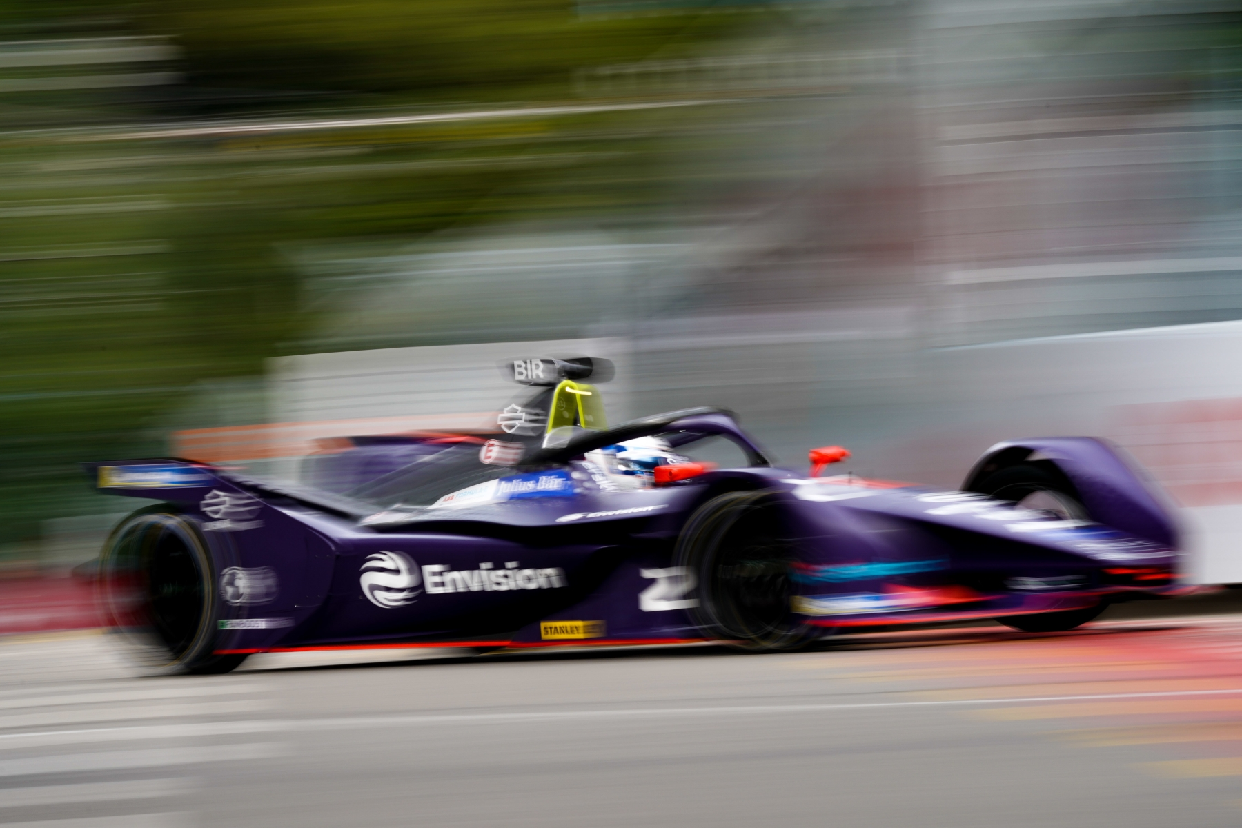Top8-Bern-Sam-Bird-Envision-Virgin-Racing-blur.jpg