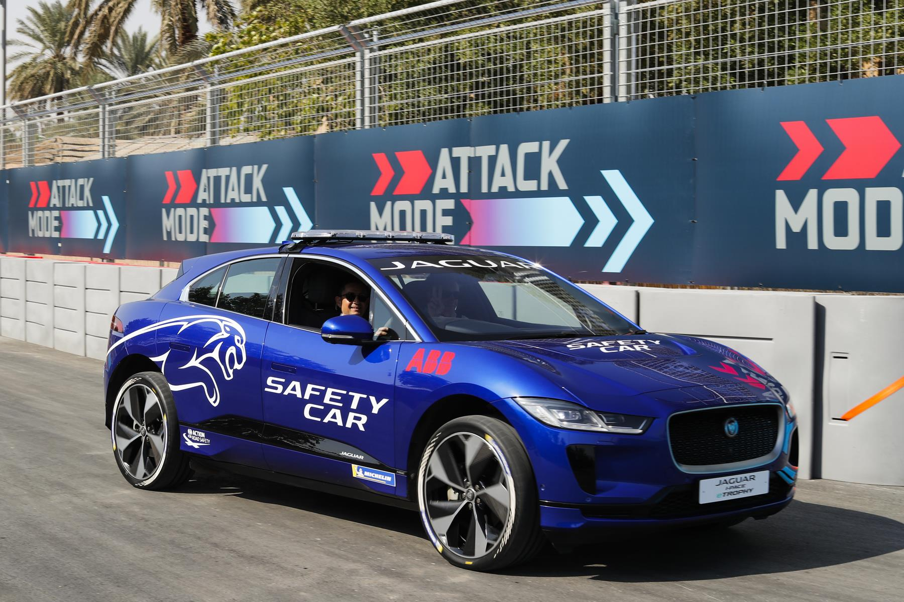 Jaguar-I-Pace-eTrophy-Safety-Car