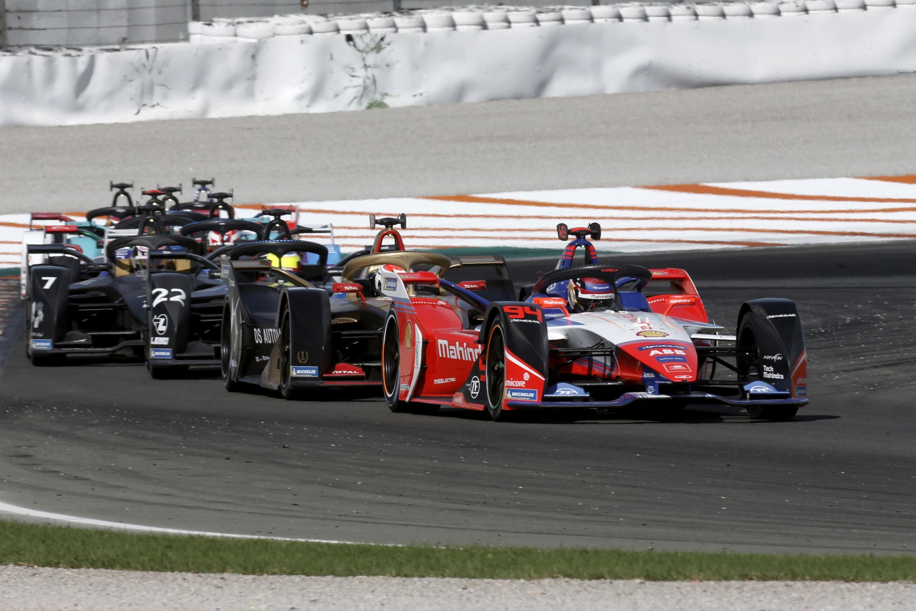 Valencia-Race-Simulation-Pascal-Wehrlein-Mahindra-Racing-leading-the-pack