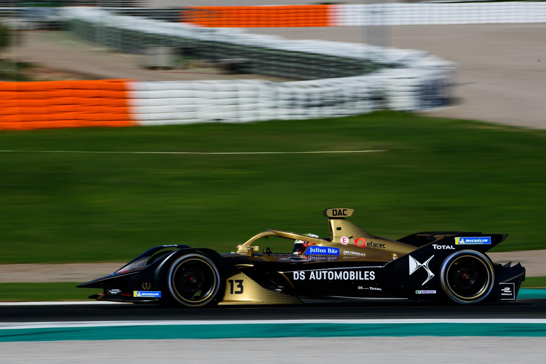 Antonio-Felix-da-Costa-DS-Techeetah-Valencia-Test-Lou-Johnson-Spacesuit-Media
