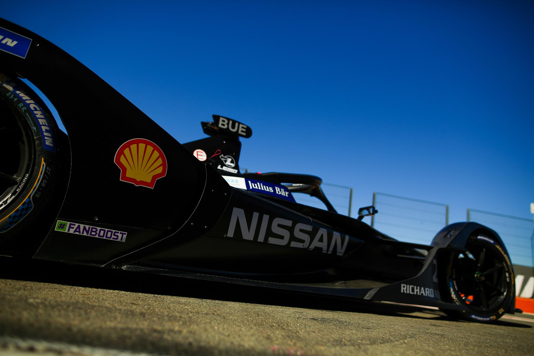 Nissan-eDams-Sebastien-Buemi-Side-view-with-Shell-Logo-Spacesuit-Media-Shivraj-Gohil-Valencia-Test-October-2019