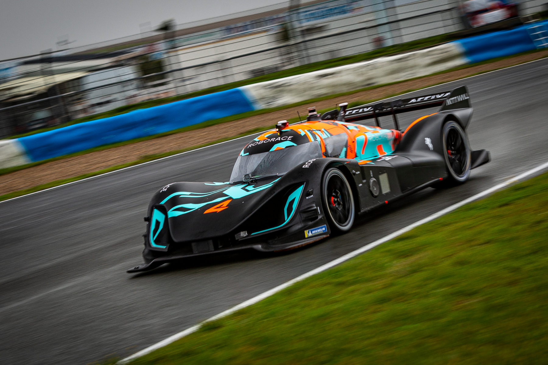 Roborace-Test-Run-Speed-Blue-Orange-Livery