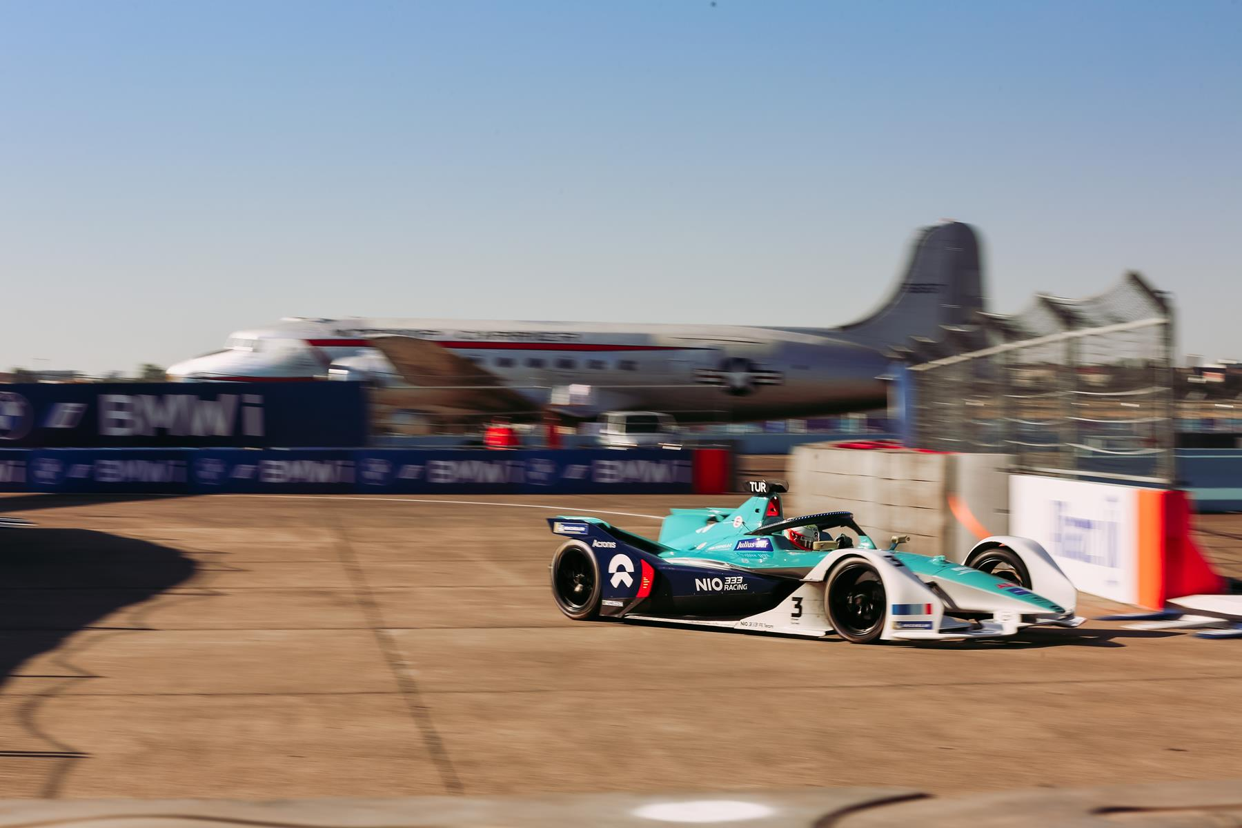 Oliver-Turvey-Nio-333-FE-Team-Berlin-E-Prix-2020-Tempelhof-new-layout-plane-in-the-background