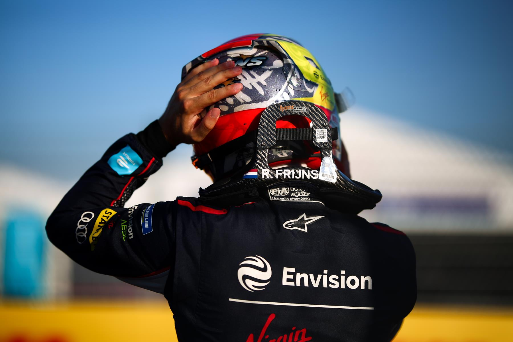 Robin-Frijns-Helmet-from-behind
