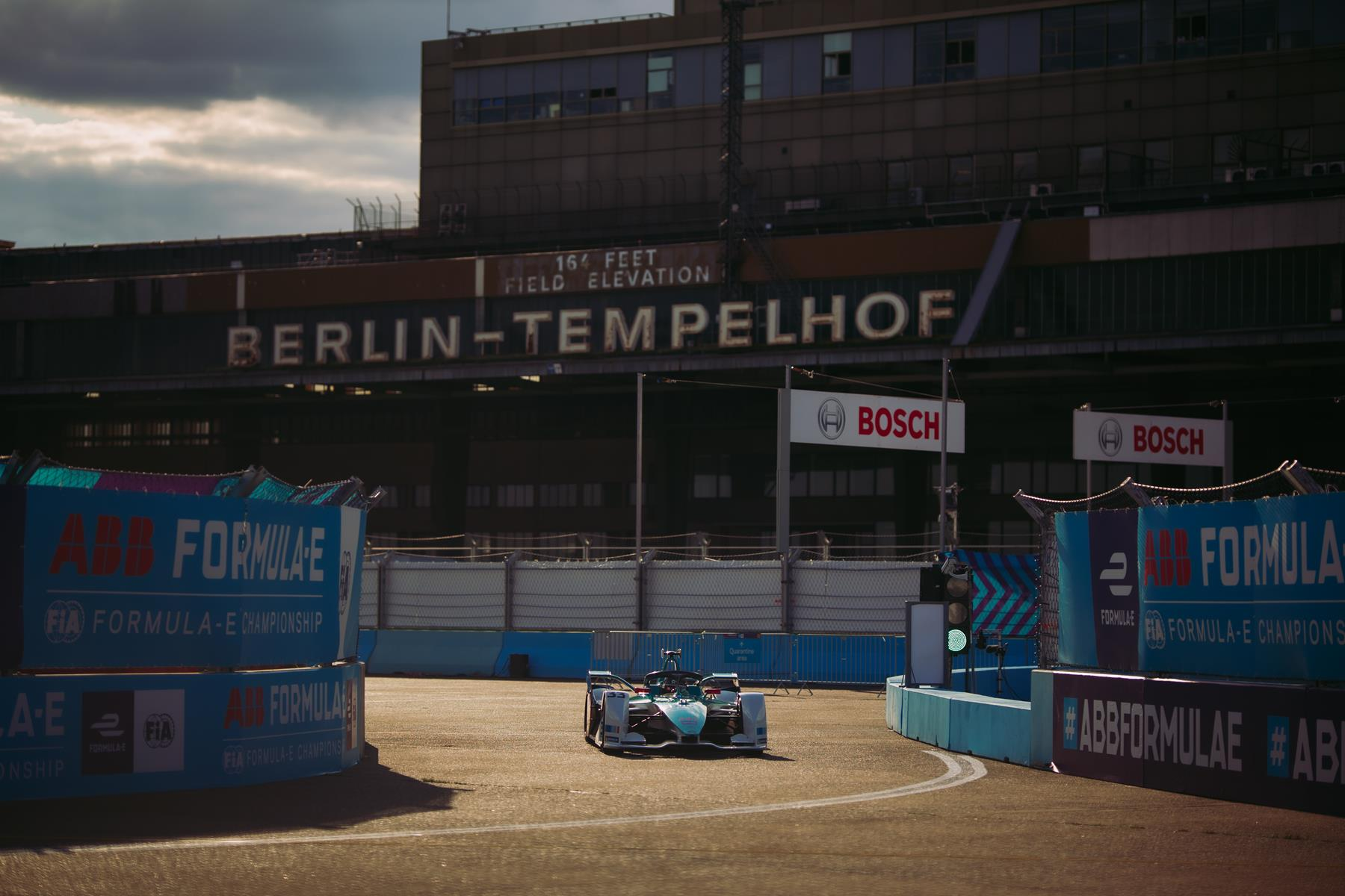 Daniel-Abt-Nio-333-FE-Team-Berlin-Coming-out-of-the-pits-Tempelhof-Signature-background