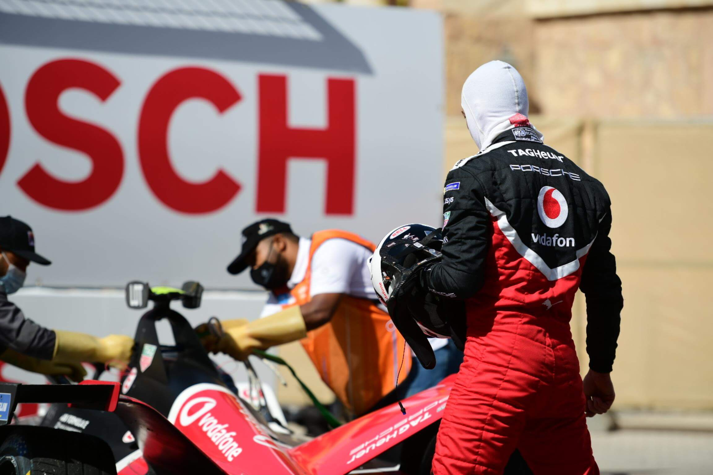 Lotterer-watches-car-after-crash-Diriyah