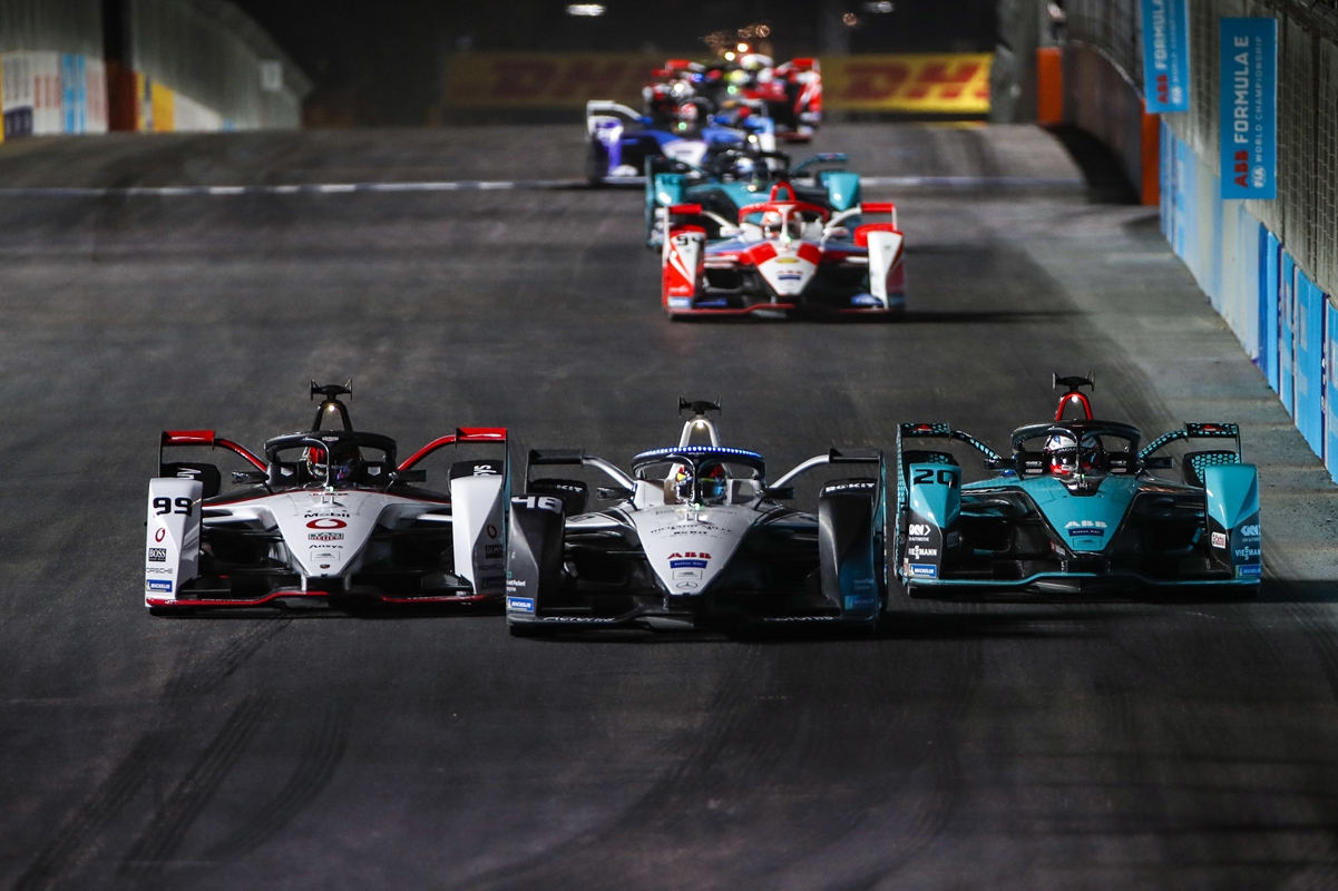 Diriyah-Three-Wide-Battle-Formula-E