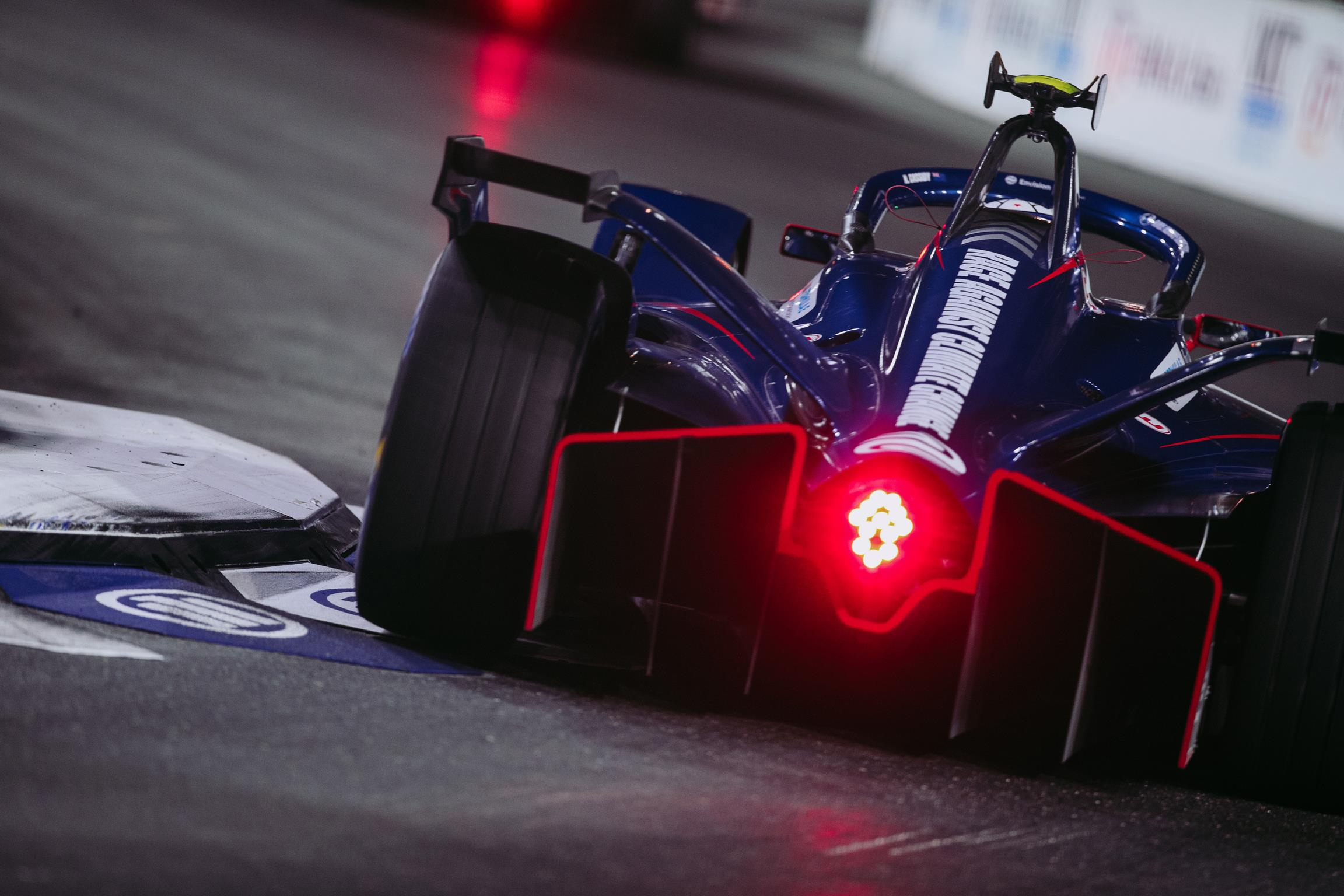 Nick-Cassidy-Envision-Virgin-Racing-2021-Diriyah-E-Prix-Spacesuit-Media-Shiv-Gohil